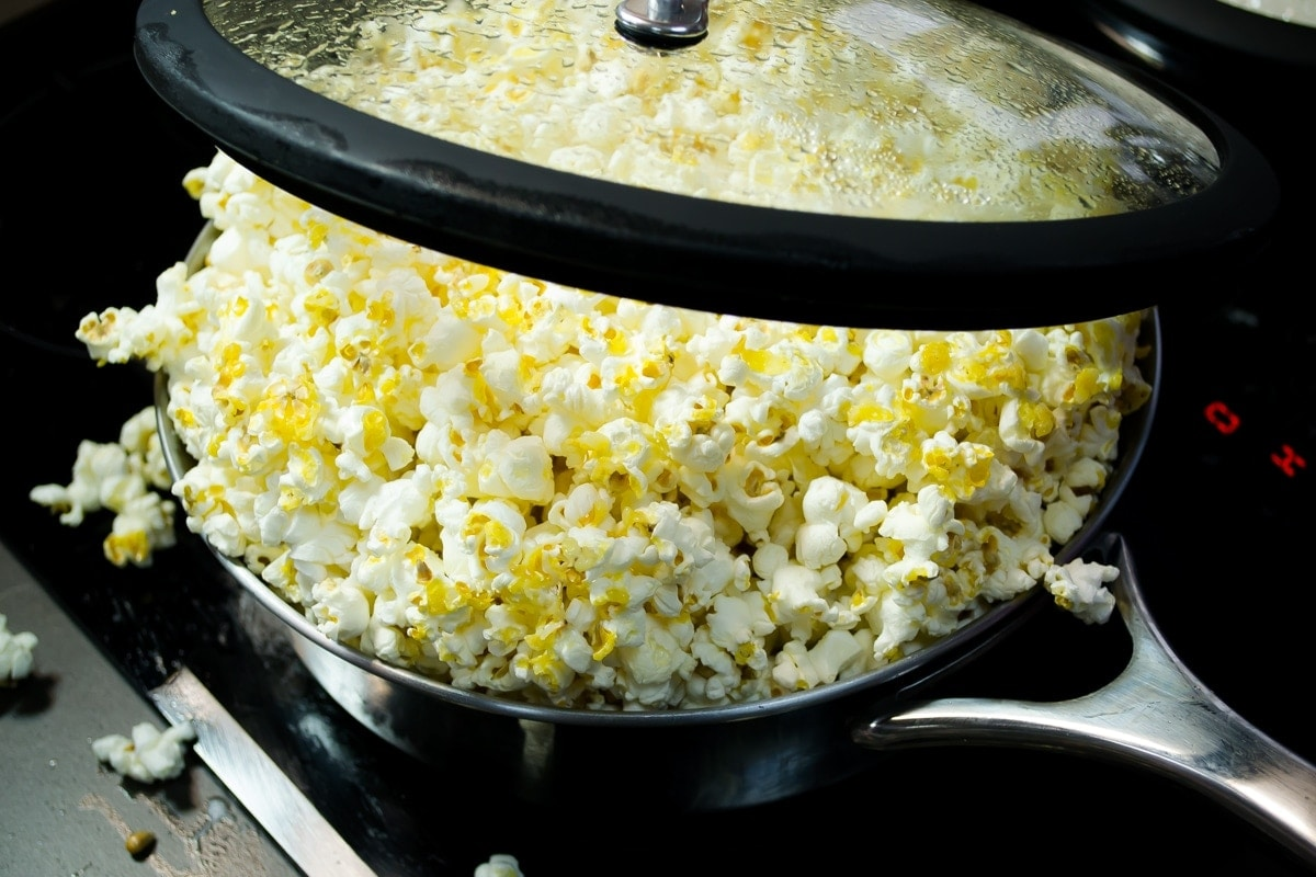 palomitas de maíz en la estufa