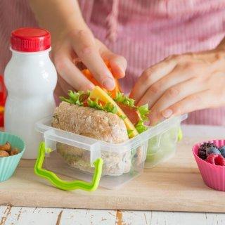 Cuáles son las porciones que debe comer un niño de menos de 10 años