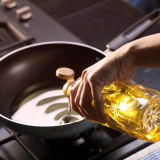 Formas de desechar correctamente el aceite de cocina