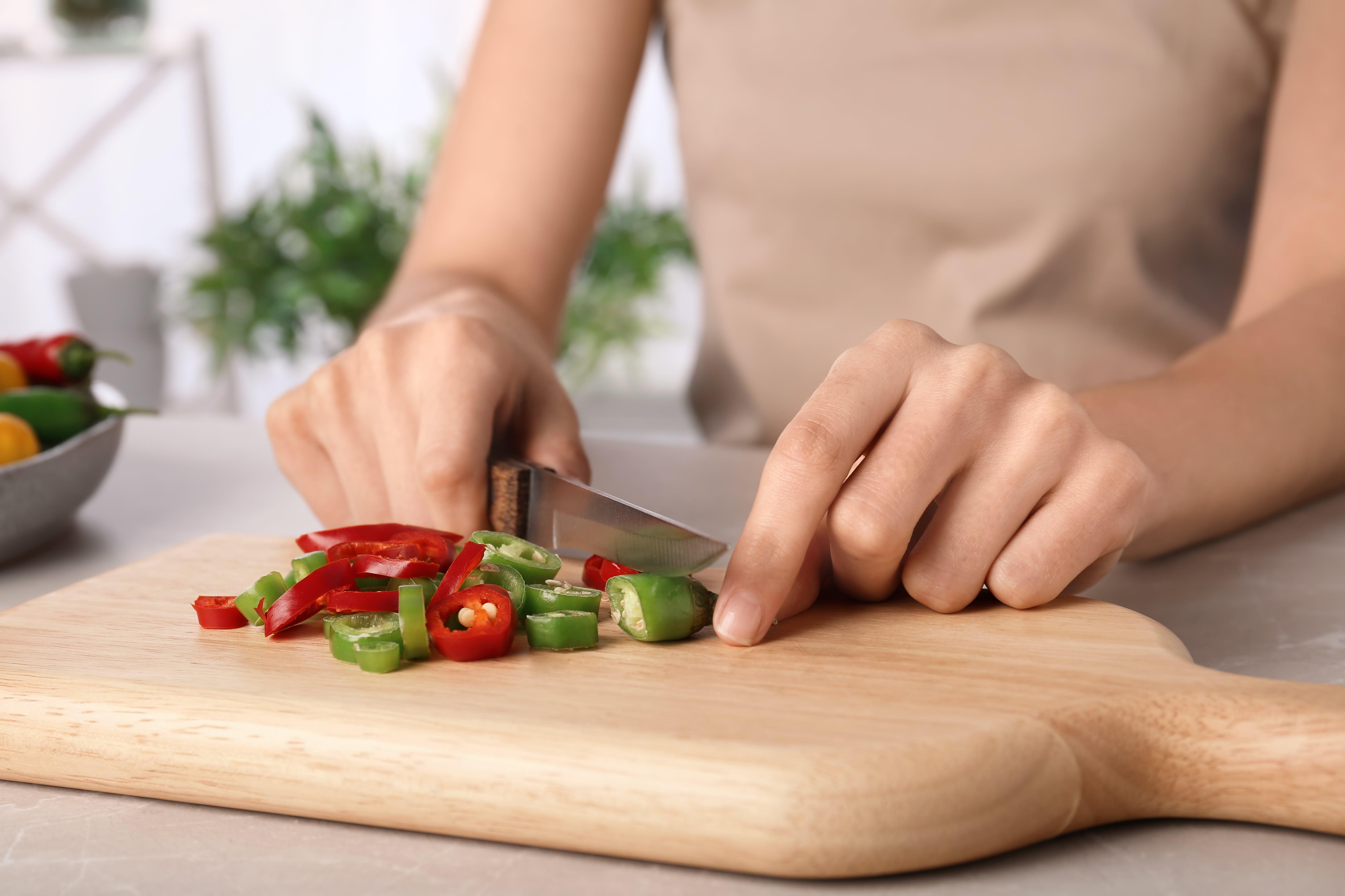 6 formas sencillas de quitar el ardor de chile en las manos