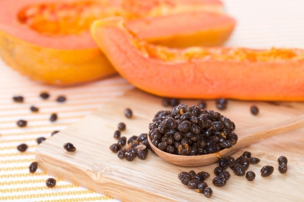 Aprovecha estos 5 beneficios de las semillas de papaya