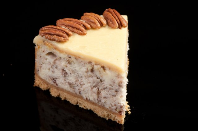 Caramelized Cheesecake with Nuts