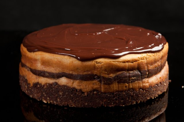 Hypnotizing Chocolate Cheesecake and Peanut Butter
