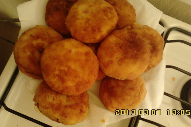 Potato balls with cheese and ham