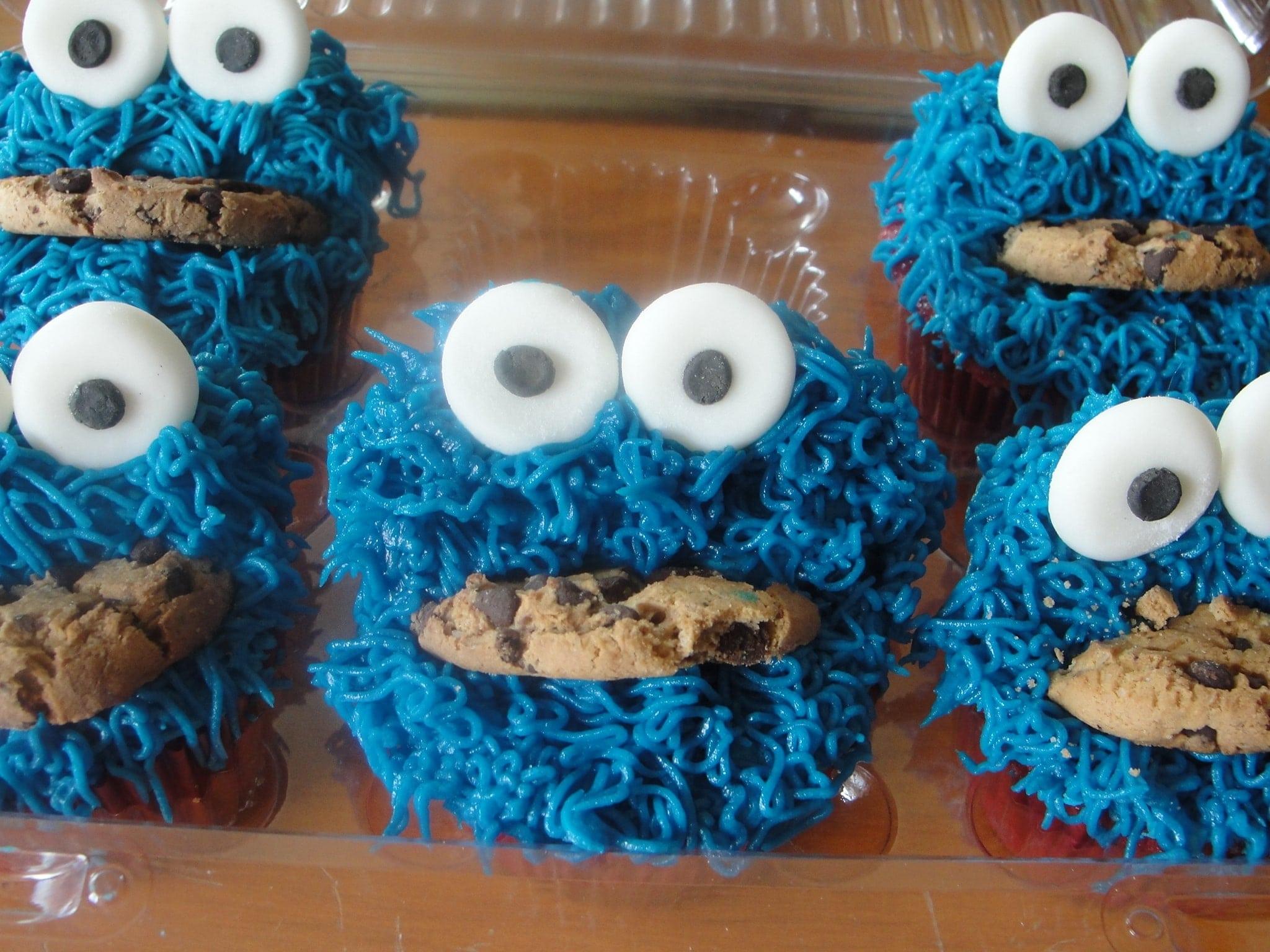 Cookie Monster Eyes Cake