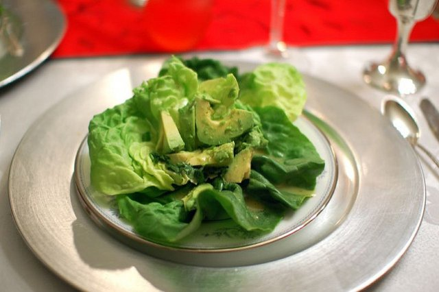 Lettuce Salad with Avocado and Lemon Dressing