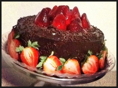 Pastel Exquisito de Chocolate con Fresas