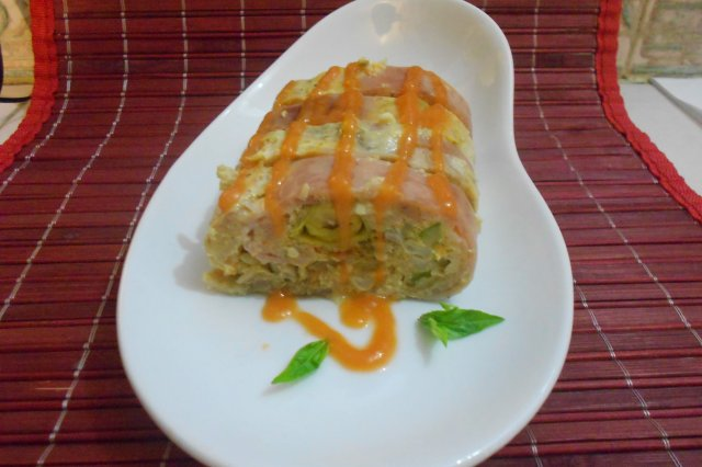 Chicken Roll Stuffed with Vegetables from the Vegetable Garden, with Epazote Sauce