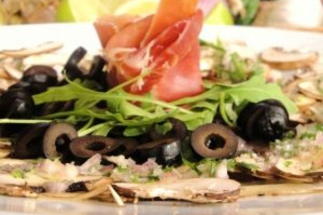 Carpaccio of mushrooms, black olives and Serrano ham