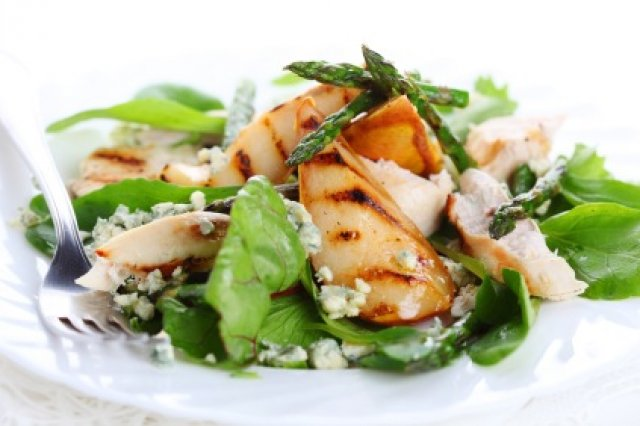 Salad with Chicken and Blue Cheese