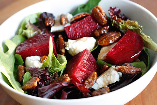 Betabel salad with goat cheese