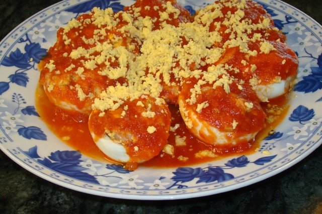 Stuffed Eggs in Red Sauce