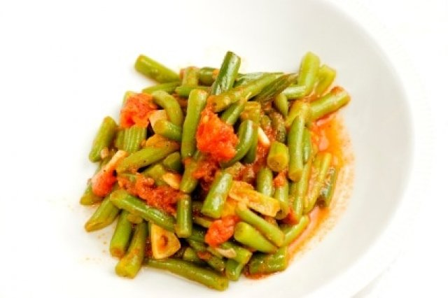Green beans with tomatoes and onion