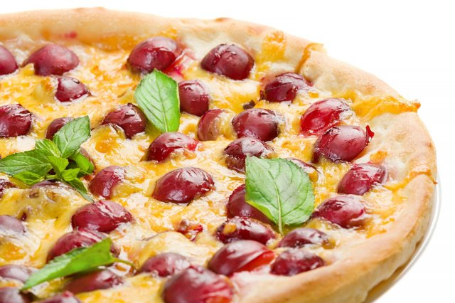 Pizza of Cherries, Brie and Arguula