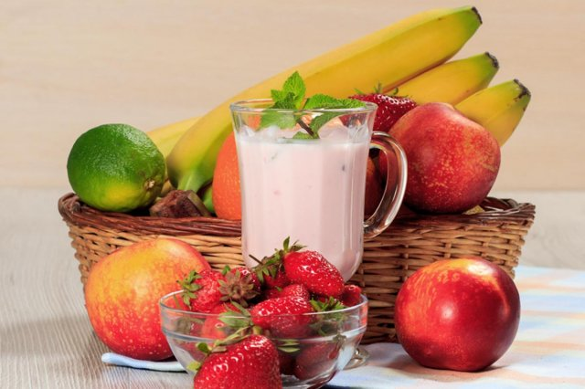 Fruit Smoothie with Bolillo