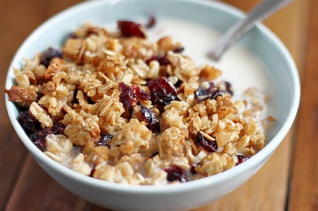 Granola with Coconut and Blueberries