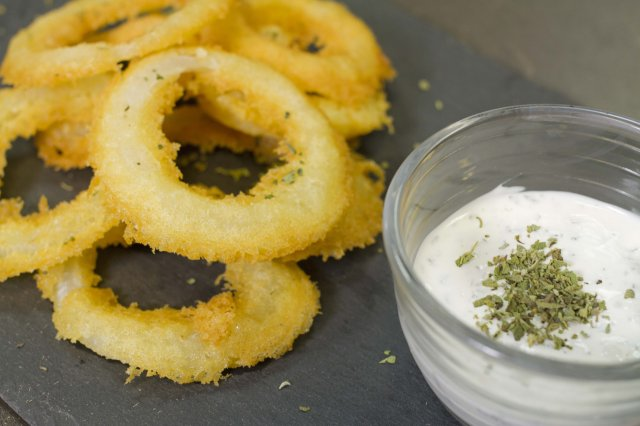 Onion Rings with Hot Cakes Flour