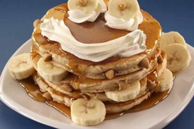 Hot Cakes with Peanut Butter and Banana