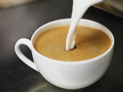 Receta de caf con leche for Capacidad taza cafe con leche
