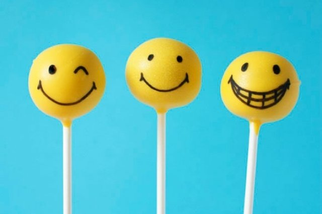 Smiley Cake Pops without Oven