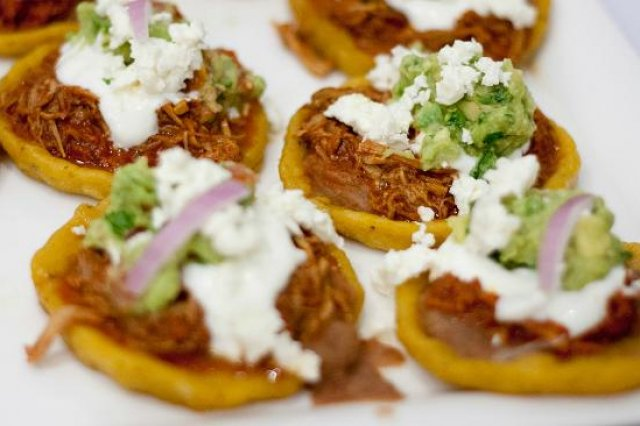 Sopes de Cochinita
