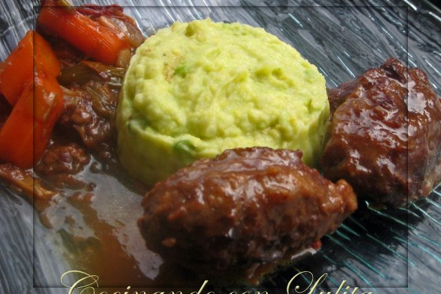 Iberian Cheeks with Old Wine with Avocado Puree