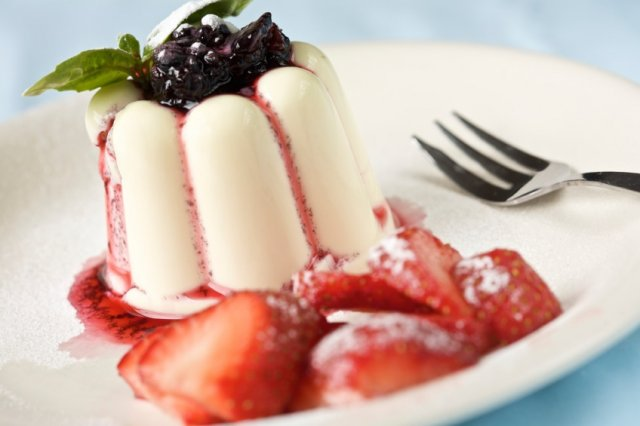Panna Cotta with Raspberry Coulis