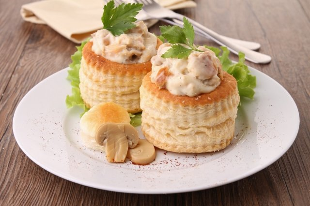 Volovanes Stuffed with Mushrooms and Cheese