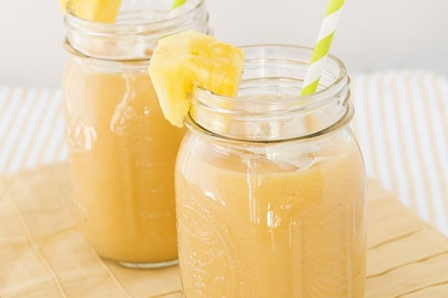 Pineapple and lemon smoothie