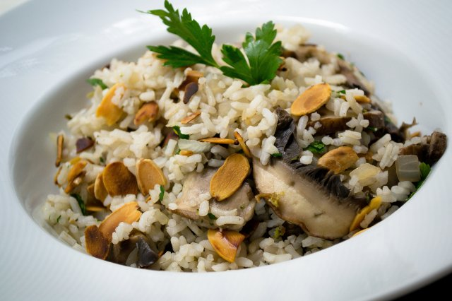 Rice with Almonds and Portobello
