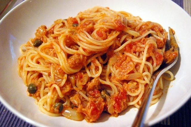 Spaghetti with Tuna in Capers Sauce