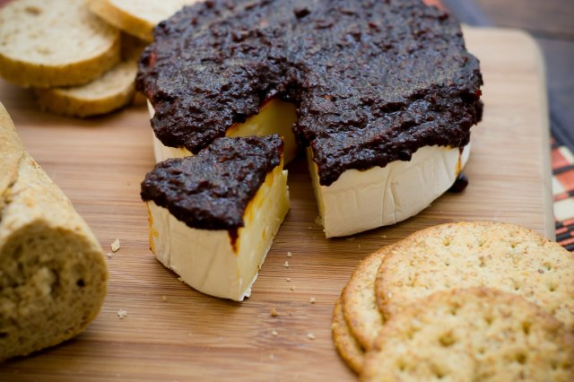Queso Brie Con Mermelada de Chiles