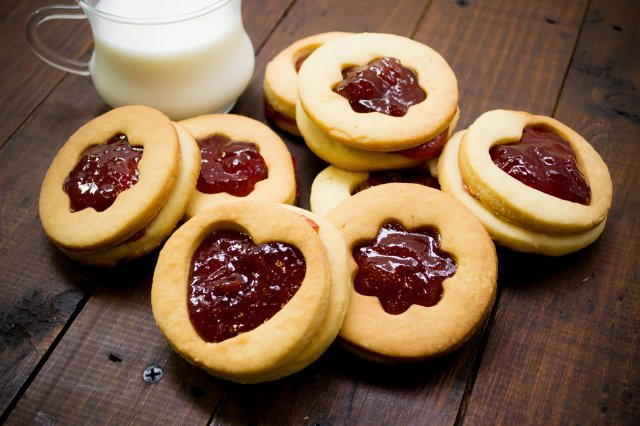 Strawberry Jam Stuffed Cookies