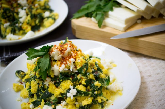 Scrambled eggs with Feta, Yoghurt and Kale
