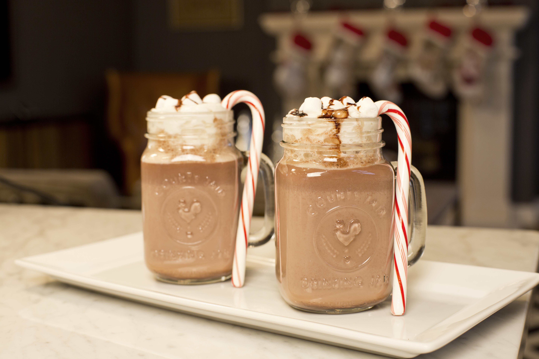 Chocolate caliente con nutella y bombones.