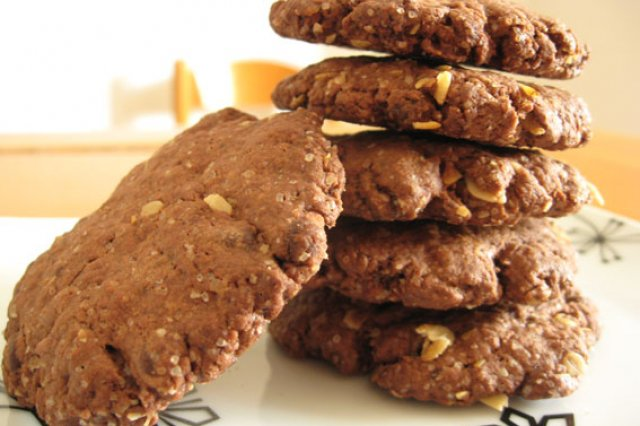 Oat Cookies with Chocolate and Nuts