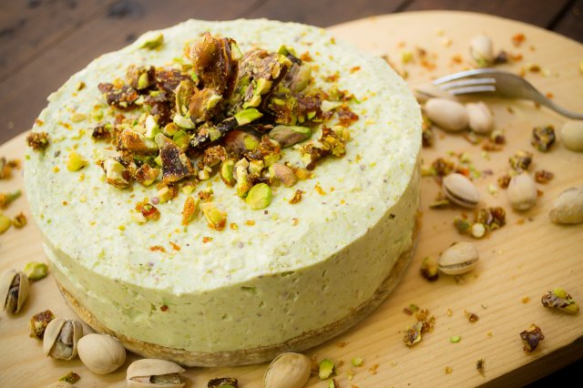 Cheesecake with Pistachios Pomegranate without Oven