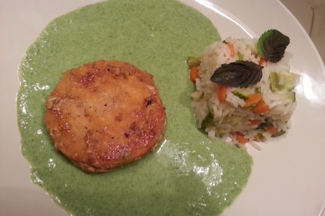 Salmon Medallions in Spinach Cream