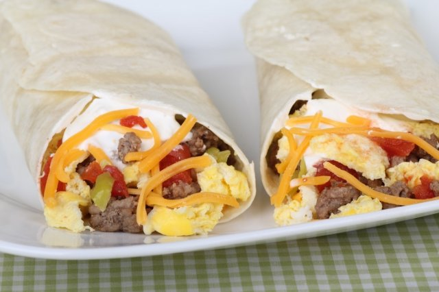 Burritos of Ground Beef with Mexican Egg and Yellow Pepper