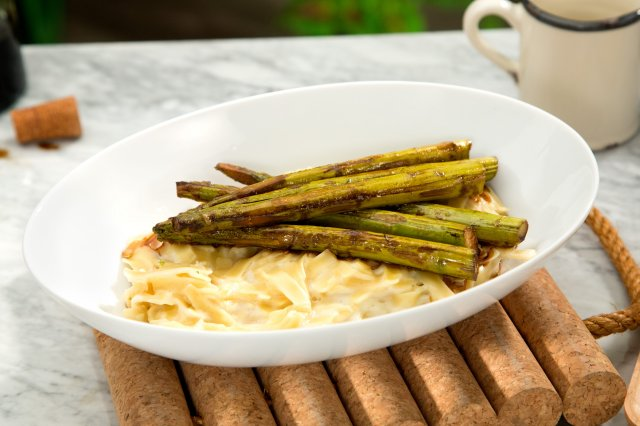 Alfredo Pasta with Asparagus and Balsamic Vinegar