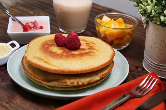 Hotcakes with Lactose-Free Strawberry Sauce