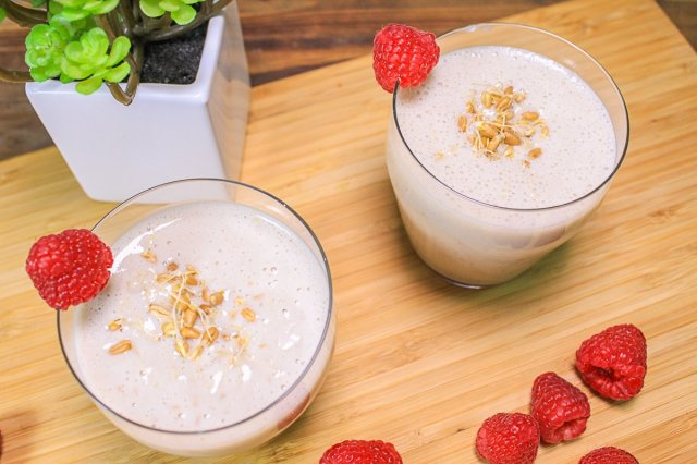Light Banana Smoothie with Wheat Germ