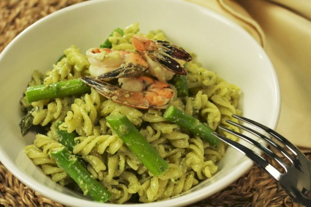 Fusili with Shrimp and Pesto Sauce in a Pot