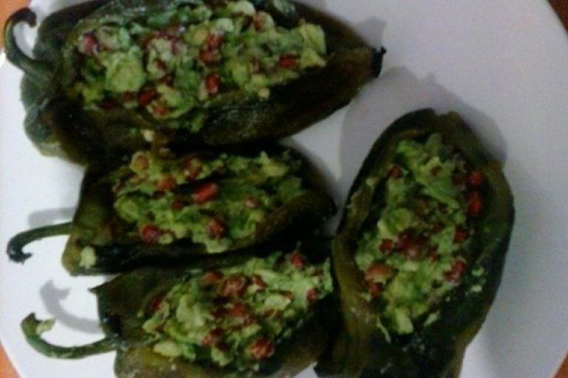 Chilli stuffed with avocado and pomegranate
