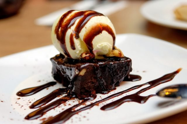 Brownie with Chocolate and Lunetas