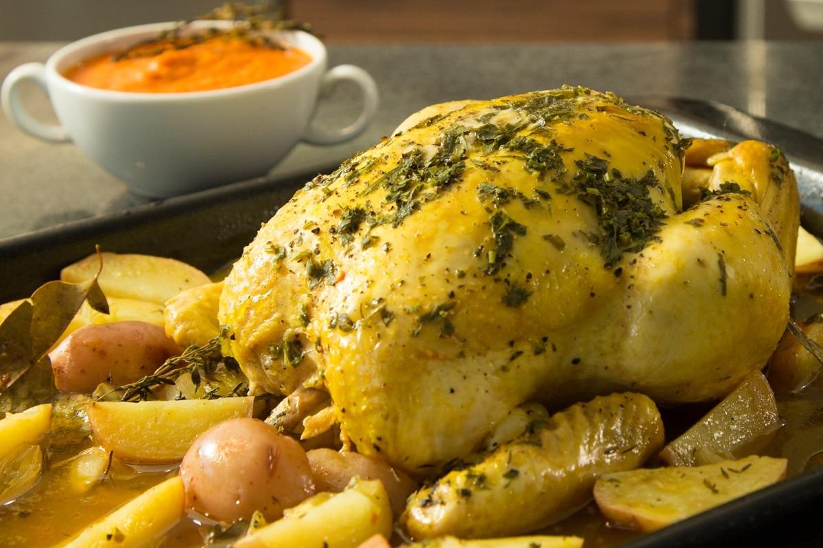 Receta de pollo al horno con papas y salsa de jitomate en un tiempo - Salsa de pollo al limon ...