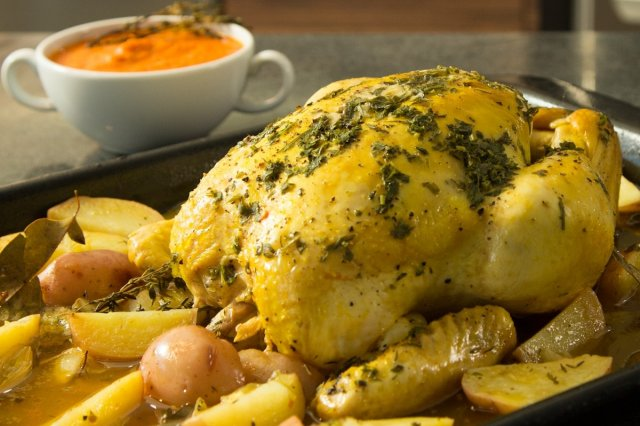 Baked Chicken with Potatoes and Tomato Sauce in a Time