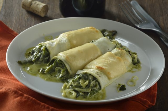 Cannelloni de Claras and Rajas with Cream