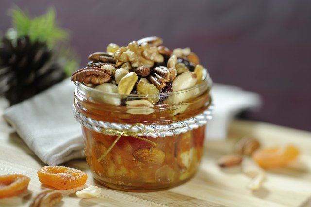 Chutney of peach and dried apricots