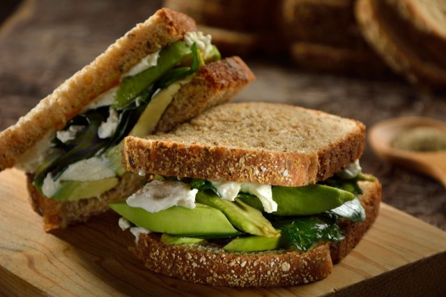 Sandwich Avocado, Blue Cheese and Spinach